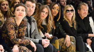 Burberry apuesta por un estilo bohemio en la Fashion Week de Londres