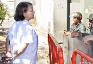 """El presidente de Venezuela ha revelado su """"rostro autoritario"""", dice la mujer del alcalde de Caracas"""