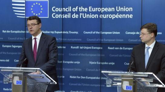 """Bruselas pide a España que emprenda medidas """"decisivas"""" contra los desequilibrios económicos"""