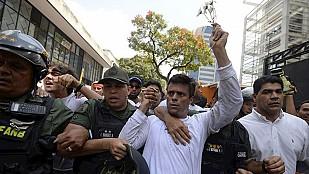 """Leopoldo López sale de la cárcel y está en arresto domiciliario por """"problemas de salud"""""""