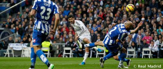 Un gris Real Madrid vence al Dépor entre silbidos y aplausos
