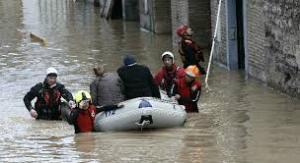La crecida del Ebro obliga a evacuar Boquiñeni
