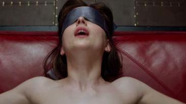 """Un hombre mata a su novia al imitar una escena de """"Cincuenta sombras de Grey"""""""