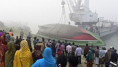 Al menos 68 muertos al naufragar un ferry en Bangladesh