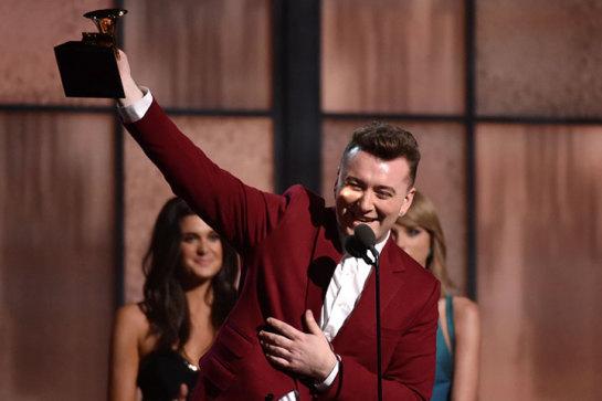 Sam Smith triunfa con cuatro premios y Beck se lleva el mejor álbum en los Grammy