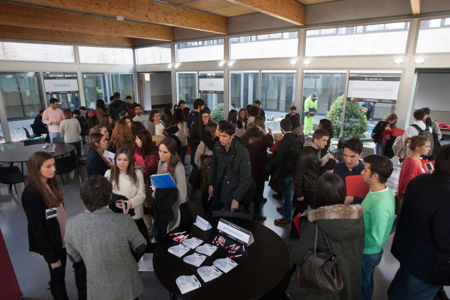 """El sector biosanitario """"oportunidad"""" para 300 estudiantes"""
