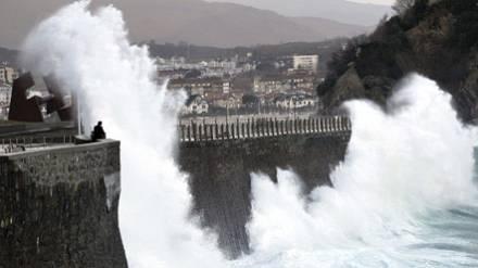 El viento y el oleaje activan las alertas en el Cantábrico ante un nuevo temporal