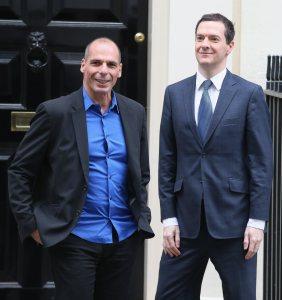 Yanis Varoufakis (i) con George Osborne, en Downing Street. DR