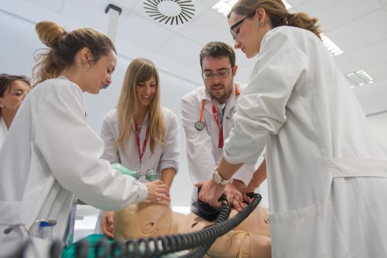 El Centro de Simulación de la Universidad de Navarra ofrecerá formación sobre primeros auxilios en la infancia