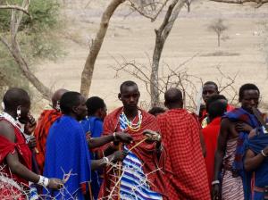 Exposición en Pamplona de fotografías de pueblos abandonados de Navarra y de la cultura masai