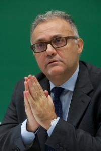 """El exeuroparlamentario italiano aboga en la Universidad de Navarra por la creación de unos """"Estado Unidos de Europa"""""""
