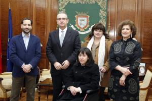 El alcalde de Pamplona recibe al presidente de la Federación de Personas con Discapacidad Física y Orgánica