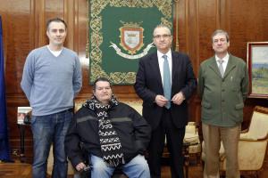 El alcalde de Pamplona recibe al presidente de la Coordinadora de Personas con Discapacidad