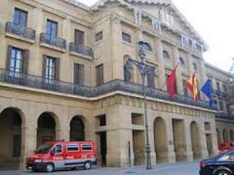 El personal de la Administración Foral recibirá este mes la cuarta parte de la extra de diciembre de 2012