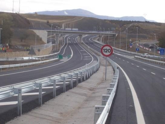 Herido leve el conductor de un vehículo que se ha salido de la vía en la Autovía del Pirineo