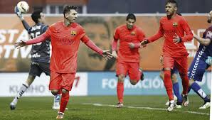Messi mantiene líder al Barcelona y ya espera al Real Madrid