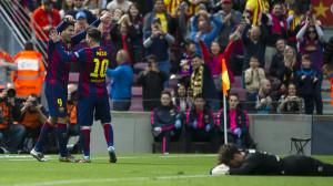 Barcelona alcanza el liderato