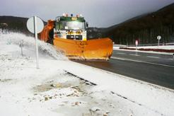Normalidad en la red de carreteras a pesar de la nieve, que mantiene activados hasta 51 equipos quitanieves