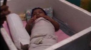 Mithilesh, en la nevera de poliespán que fue su casa durante varios meses. DAILY NEWS