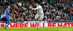 Espectacular espuela de Benzema ante el levante