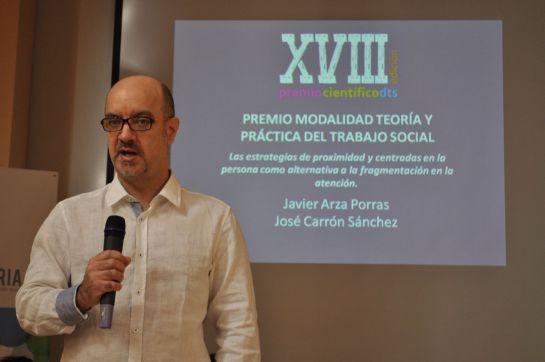 Javier Arza recibe un premio de la revista DTS del Colegio de Trabajadores Sociales de Málaga