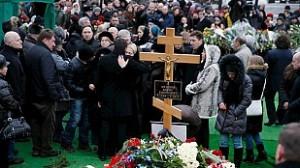 Miles de rusos despiden al opositor Nemtsov