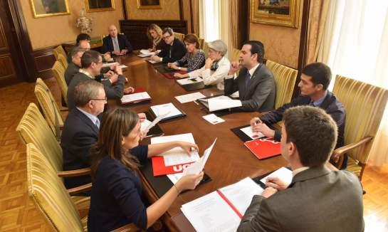 Gobierno y agentes sociales acuerdan garantizar la acreditación profesional alos empleadosde dependencia
