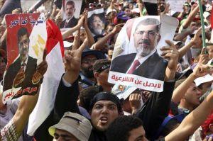 Simpatizantes del depuesto presidente Mursi protestan en El Cairo.