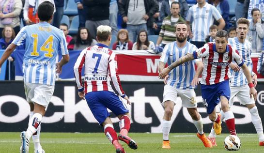 El Atlético se queda sin liderato y el Madrid logra una goleada de otra época