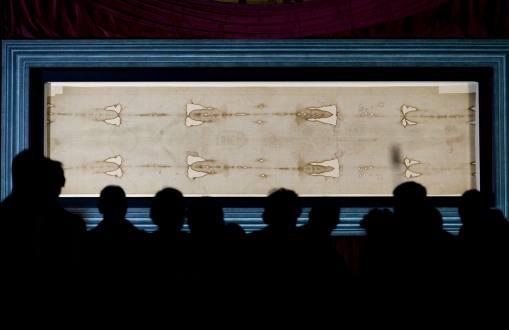 Turín exhibe el Santo Sudario