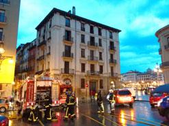 Siete personas intoxicadas por inhalación de humo en el incendio de una vivienda en Pamplona
