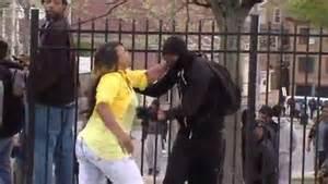 La reprimenda de una madre de Baltimore a su hijo se vuelve viral en las redes