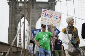 Una manifestación en Nueva York pide endurecer las leyes sobre armas de fuego