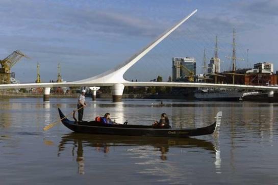 Las góndolas de Venecia a ritmo de tango en el puerto de Buenos Aires
