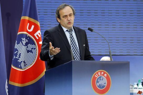 Platini: «He pedido a Blatter que dimita porque la imagen de la FIFA es pésima»