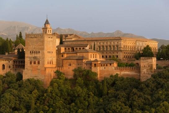 Alhambra renueva el sistema de reservas para evitar las colas y refuerza la seguridad