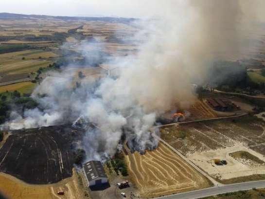 Un incendio calcina 6,6 hectáreas de rastrojo y matorral en Lerín