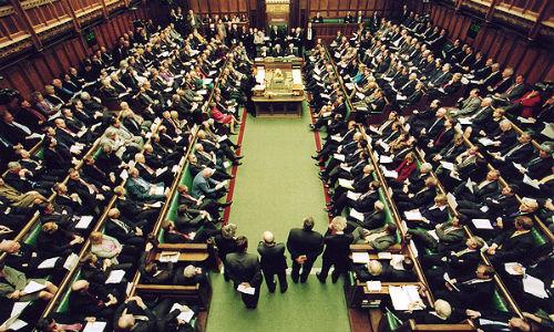 """El Parlamento británico no respalda ninguna de las alternativas para el """"brexit"""""""