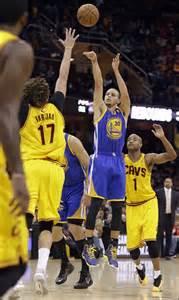 Los Warriors se imponen a los Cavaliers y ponen el 1-0 en las Finales NBA
