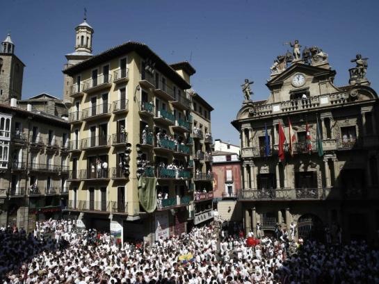 La Delegación del Gobierno recurre la colocación de la ikurriña en el Ayuntamiento de Pamplona