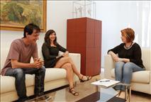 La Presidenta del Parlamento, con Laura Pérez y Carlos Couso (G.P. Podemos-Ahal Dugu)