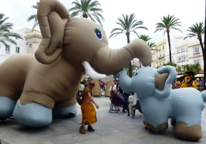 San Fermín 2015: 'Paseando' comienza su animación de calle en Carlos III