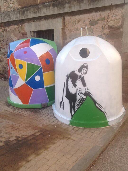 Un pueblo riojano defiende sus contenedores pintados por artistas anónimos