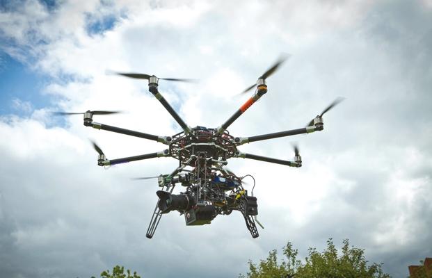 Interior alerta de riesgos de los drones contra intimidad y ataques edificios