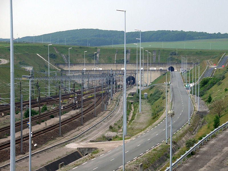 París y Londres tratan de frenar la crisis migratoria de Calais