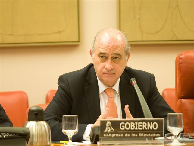 """Fernandez Díaz dice al Congreso que se reunió con Rato por """"criterios de seguridad"""""""
