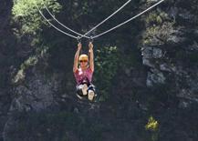 Fallece un hombre tras caer de una altura de 100 metros en un parque de aventura de Baztan
