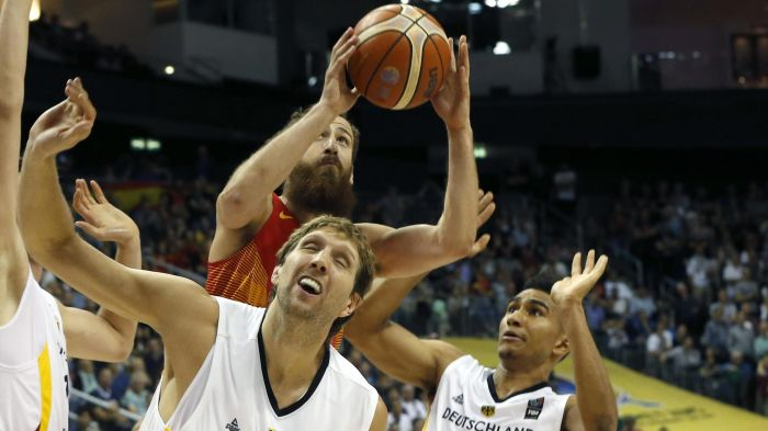 76-77. España se clasifica para los octavos tras un agónico final