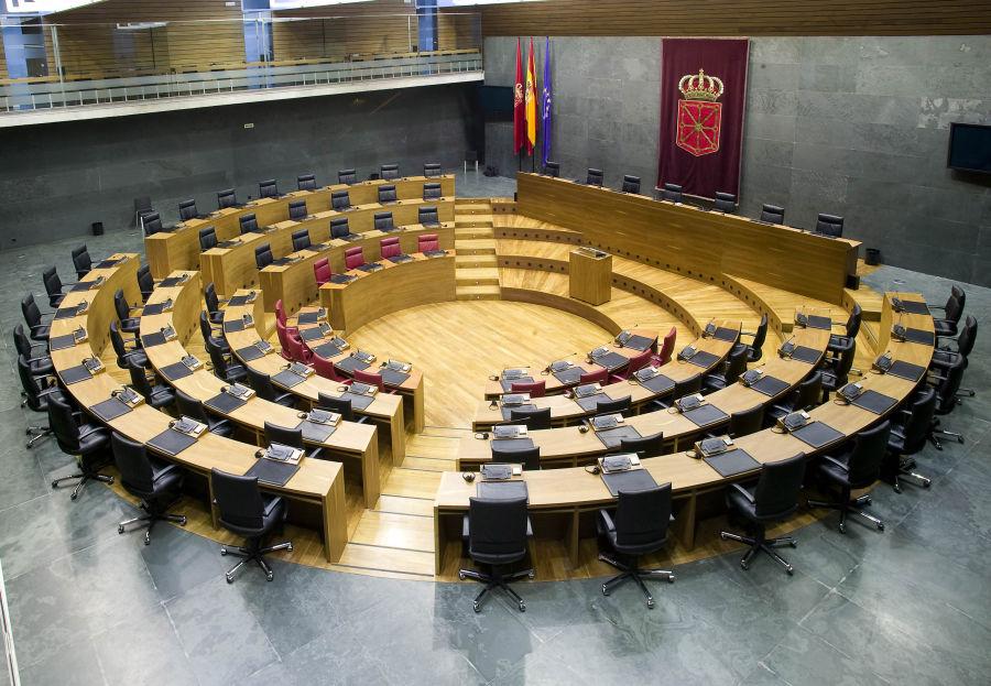 Isabel Aranburu, Asun Fernández de Garaialde y Mikel Buil, representantes del Parlamento en el Comité de Seguimiento de la Alianza por la Infancia en Navarra