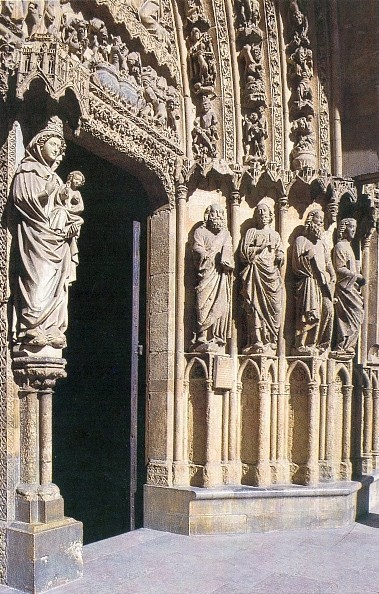 """La catedral de León lucha contra el """"mal de la piedra"""""""